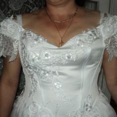 Rochie de mireasa marimea 42 cu crinolina si voal stare ff buna  pret 250 ron