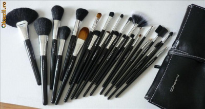TRUSA SET 24 PENSULE PROFESIONALE MACHIAJ MAC, MAKE-UP foto