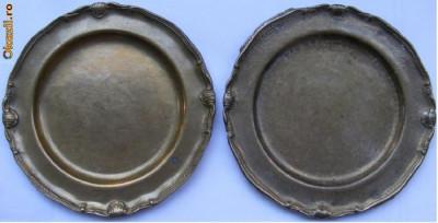 2 farfurii vechi din bronz foto