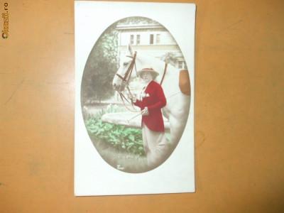 Carte postala echitatie cal animale femeie palarie costum epoca cravasa foto