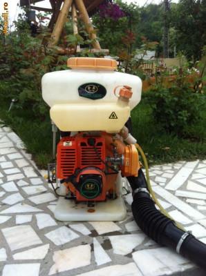 Pompa stropit atomizor cu motor pentru vie, cartofi, pomi fructiferi, etc foto