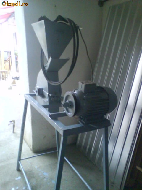 moara de macinat porumb foto mare