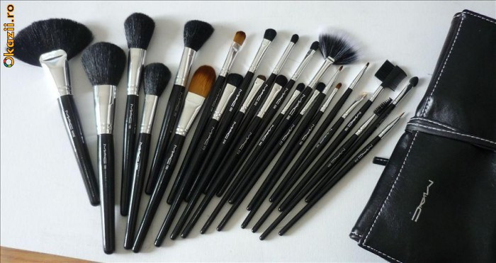 TRUSA SET 24 PENSULE PROFESIONALE MACHIAJ MAC, MAKE-UP foto mare