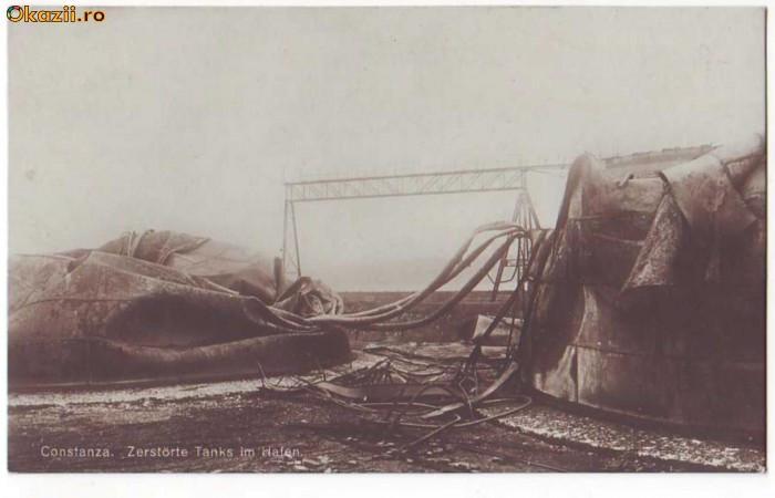 971 - CONSTANTA - Tancuri de petrol bombardate - vedere germana