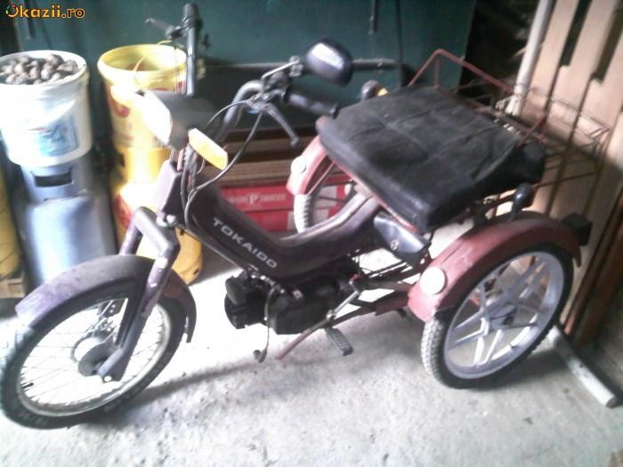 vand moped cu trei roti foto mare