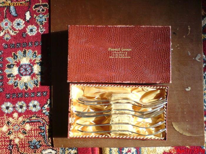 Set 6 furculite superbe pentru desert, alpaca argintata. Cutia originala.