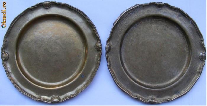 2 farfurii vechi din bronz