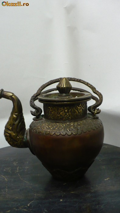 Ceainic vechi din bronz foto mare