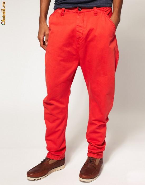 pantaloni barbati rosii