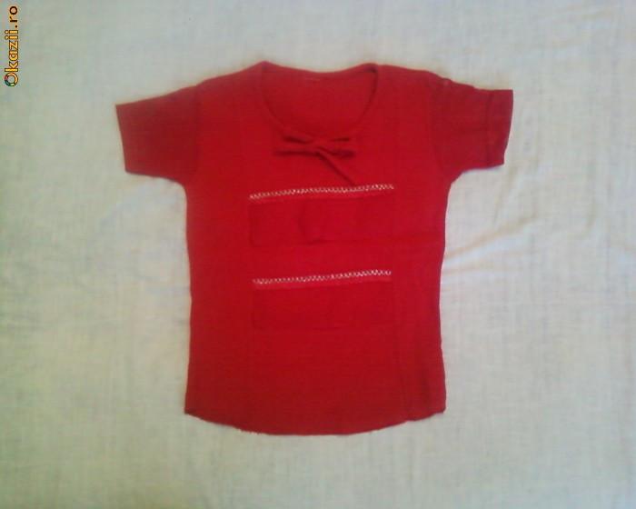 Bluza rosie panza topita foto mare