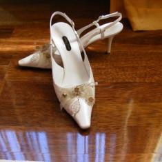 Ocazie!Pantofi de mireasa superbi 38 1/2 de la SUPERB GO! - Pantof dama