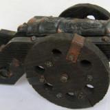 Tun din metal pe afet din lemn - obiect decorativ - Metal/Fonta