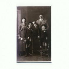 M FOTO 24 Familie in tinuta de epoca, studio Foto Lux Bucuresti