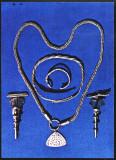 Ilustrata cu podoabe dacice,fibule,bratari,lantisor MNI Cluj