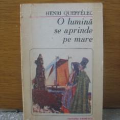 Henri Queffelec- O lumina se aprinde pe mare