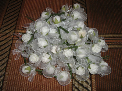Set cocarde piept nunta/ Set cocarde invitati/ Set flori de pus in piept foto
