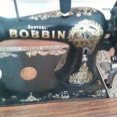 Vand masina de cusut marca BOBBIN, an fabricatie 1852, stare foarte buna si functionala, seria: 156269.Pret:4800 negDoar oferte serioase