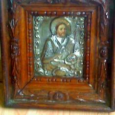 Icoana veche, chipul este pictura ulei pe lemn cu ferecatura de argint, evaluata - Icoana din metal