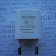 INCARCATOR USB , IPHONE , IPOD ,  5V-1000 mA  LA 100-240 V