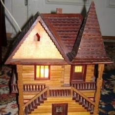 VEIOZA forma CABANA, din lemn, lucrare manuala, EXCELENT obiect decorativ, dar si functional