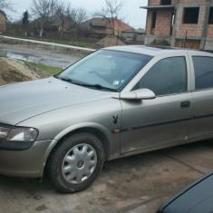 Dezmembrez Opel Vectra an 98 motor 1, 8i 16 V - Dezmembrari Opel