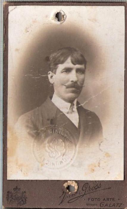 New FOTO CABINET18-Barbat cu mustata, Giurgea Lefter-Galatz-Galati -sf. de sec.XIX,inceput de secol XX-dimensiuni 10,4X6,3cm.-starea care se vede