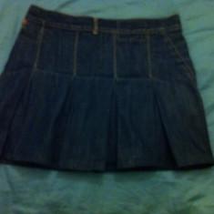 Fusta de jeans Levis, Marime: M, Culoare: Albastru, Mini, Bleumarin