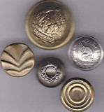 Lot Nr. 9 -  5 nasturi diferite de colectie