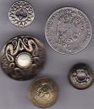 Lot Nr. 2 -  5 nasturi diferite de colectie