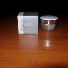 Crema pentru lifting facial ThermaFirm Avon