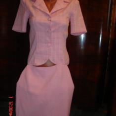 Costum dama roz, marimea 38