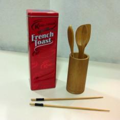 Set ustensile de bucatarie in suport/100% Bambus/Bonus:Cutie pentru paine