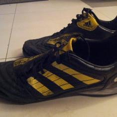 Pereche ghete Adidas Predator originali marimea 43, rupti si uzati - Ghete fotbal Adidas, Culoare: Din imagine, Barbati