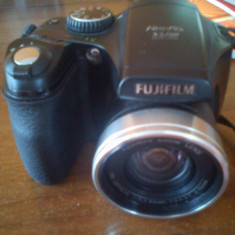 Fujifilm S5700 impecabil, cu toate accesorile + 2 carduri de memorie - Aparat Foto compact Fujifilm, Compact, 8 Mpx, 10x, 2.5 inch
