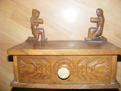 ANTICHITATE,CASETA DE BIJUTERII din lemn SCULPTATA,de SEMINEU,deosebita ,de COLECTIE,ANTICA,MOBILIER VECHI foto