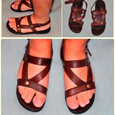 Vând sandale bărbați, din piele, culoarea maro