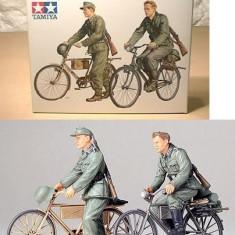 + Macheta Tamiya 35240 1:35 - German Soldiers with Bicycles +