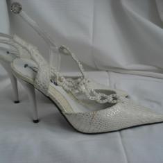 Pantofi de mireasa de culoare alba marimea 35 putin cu toc nu foarte inalt - Pantof dama