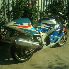 Se vinde/dezmembreaza SUZUKI GSX-R 600 SRAD '99 (cadru cu acte, motor complet, carene, etc) - Motocicleta Suzuki