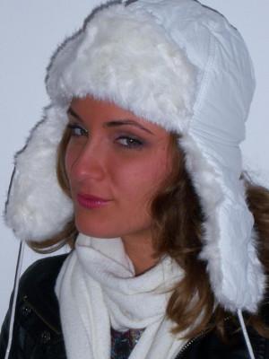 Caciula ruseasca alba pentru femei, alb foto