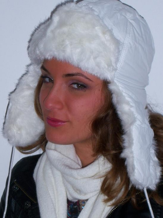 Caciula ruseasca alba pentru femei, alb