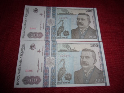 2 BANCNOTE DE 200 LEI 1992 SERII CONSECUTIVE MOKAZIE DE LA 1 EURO foto