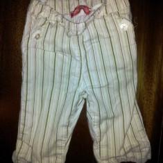 Pantaloni albi treisferturi, din bumbac de la Mini Couette, fete 1-2 ani, ca noi
