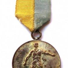 Medalie ROMANIA ARAD SPORT fotbal LOCUL I 14 - 15 VIII 1938 cu bareta - 40 mm ** - Medalii Romania