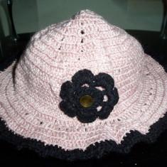 Caciulita / palarie handmade (facuta de mana, crosetata) pentru domnisoare/dame