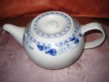 Ceainic China din portelan cu flori albastre.
