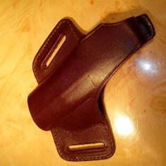 Toc pistol pentru stangaci