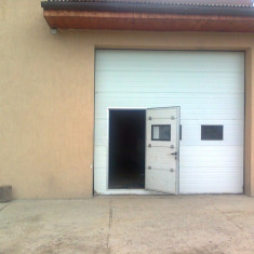 Usa de garaj izolata termic cu usa pietonala