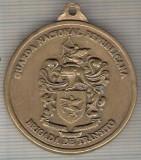 C478 Medalie militara? heraldica interesanta -politist motociclist -25 ani 1970 -Italia -1995 -marime 38x43 mm, gr. aprox. 29 gr.-starea care se vede