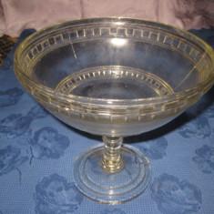 Fructiera din sticla cu picior inalt- h- 20, d- 22, baza- 12 cm